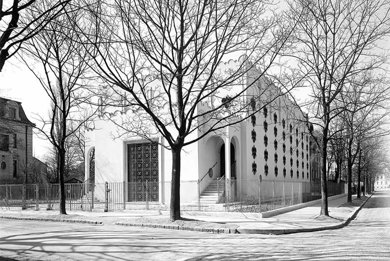 Die Synagoge Eitelbergergasse, der sogenannten Hietzinger Tempel, wurde nur sieben Jahre nach der Fertigstellung im Zuge des Novemberpogrom 1938 zerstört.