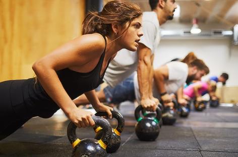 Menschen in einem Fitnesscenter