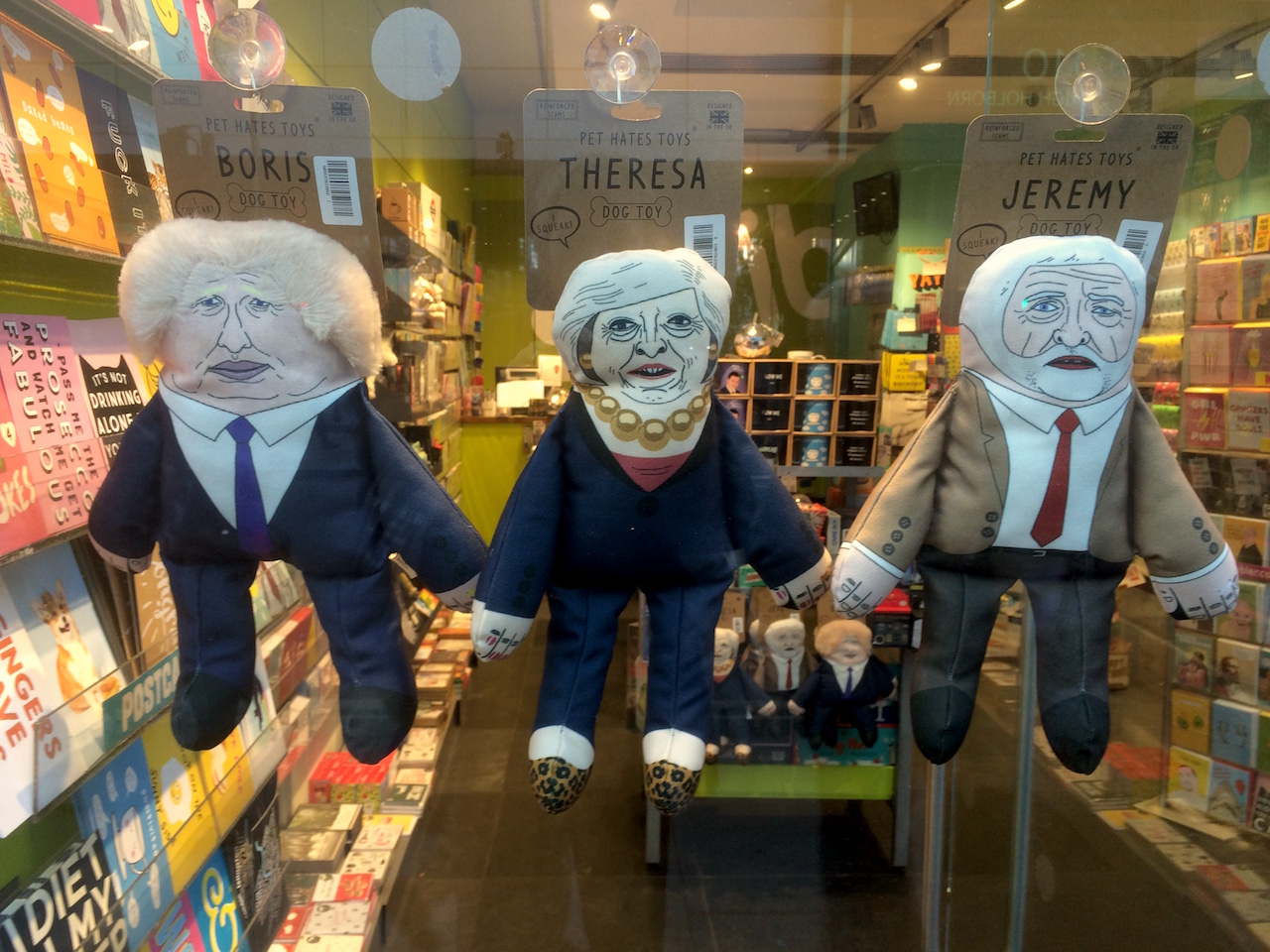 Handpuppen von Boris Johnson, Theresa May und Jeremy Corbyn