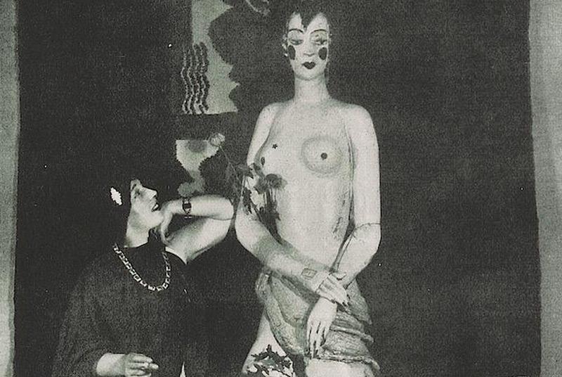 Wieselthier mit einer ihrer Keramiken