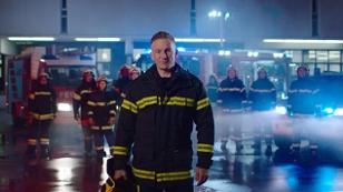 """In der TV-Challenge """"Feuer und Flamme"""" mit Andi Knoll sucht der ORF in acht Folgen den besten freiwilligen Feuerwehrmann oder die beste freiwillige Feuerwehrfrau des Landes"""