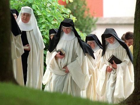 Nonnen Und Mönche