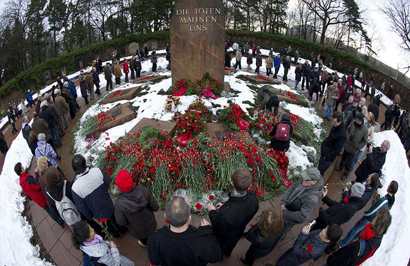 Gedenkstätte von Rosa Luxemburg und Karl Liebknecht am Berliner Friedhof Friedrichsfelde