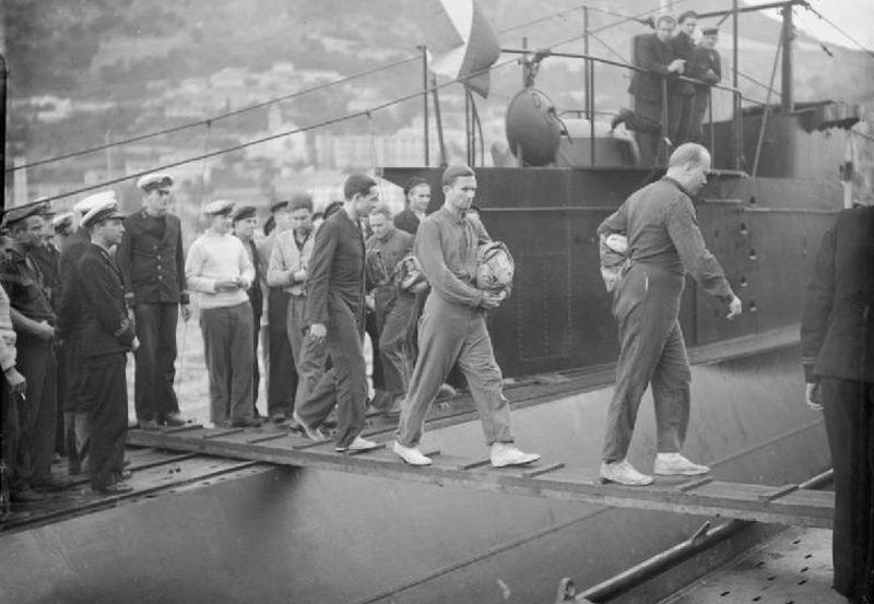 Deutsche Kriegsgefangene der U-95 bei ihrer Festnahme in Gibraltar im November 1941