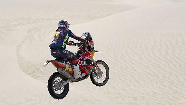 Matthias Walkner fährt mit seinem Motorad durch die Wüste bei der Ralley Dakar