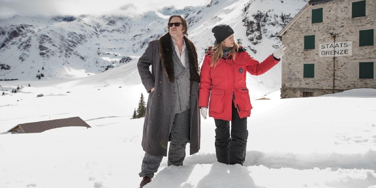 Das Ermittlungsduo Jullia Jentsch - Nicholas Ofczarek im Schnee am Pass