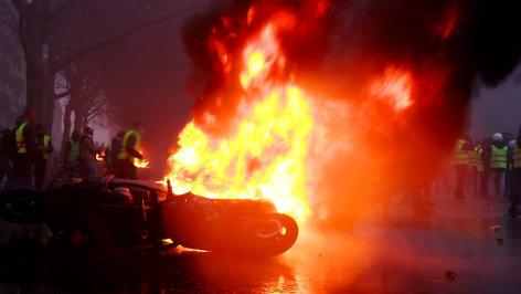 Im Brennpunkt  Gelbwesten: Gewalt in Paris  Originaltitel: Yellow Jackets: Violence in Paris
