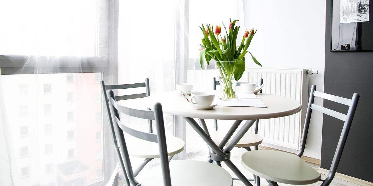 Aufgeräumte minimalistische Wohnung