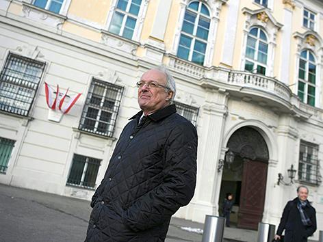 Der evangelisch-lutherische Bischof Michael Bünker am, Dienstag, 29. Jänner 2019, vor dem Bundeskanzleramt in Wien