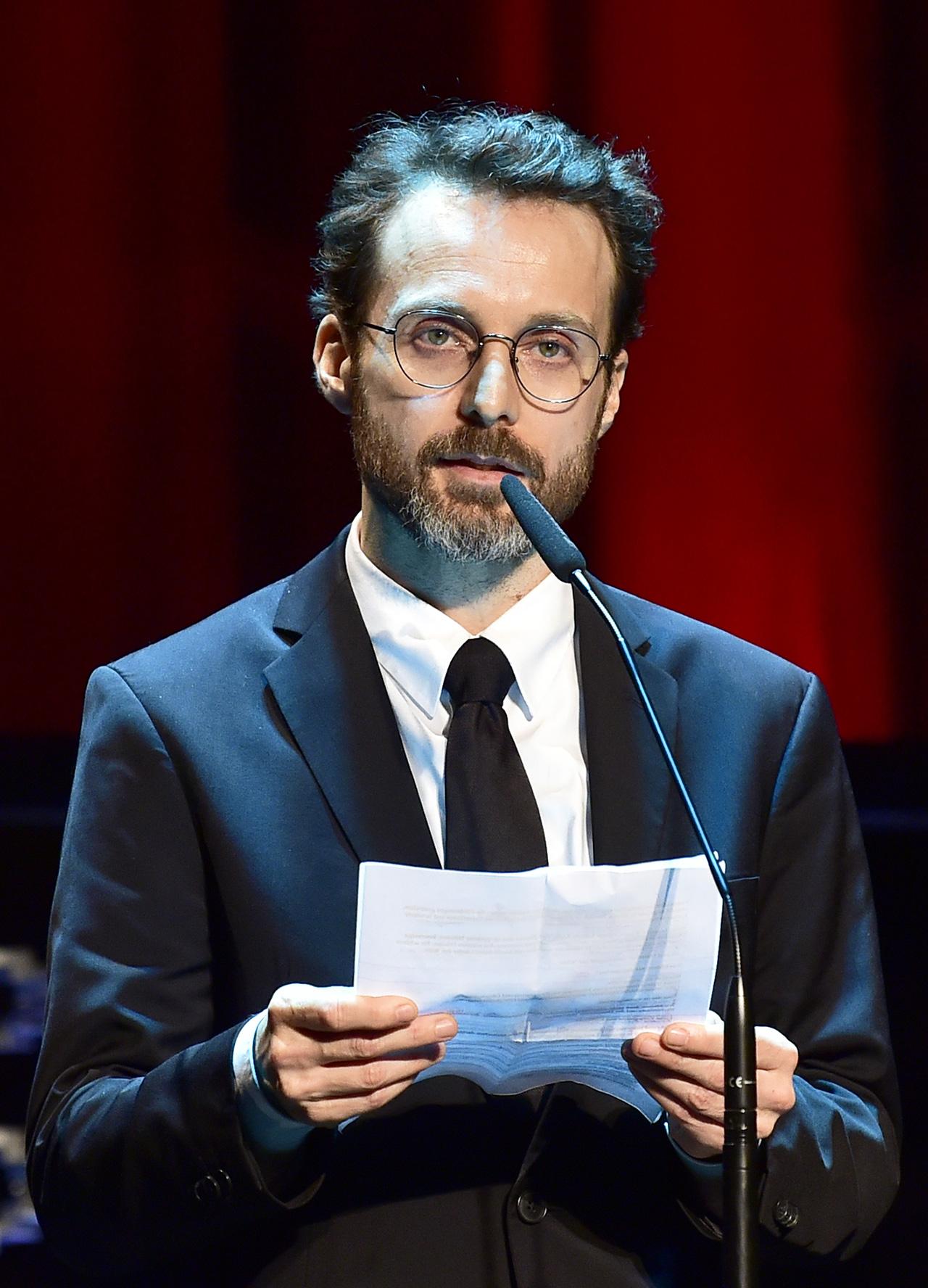 """Gerald Kerkletz (Plattform """"KlappeAuf"""") hält eine Rede im Rahmen der Vergabe """"Österreichischer Filmpreis 2019"""""""