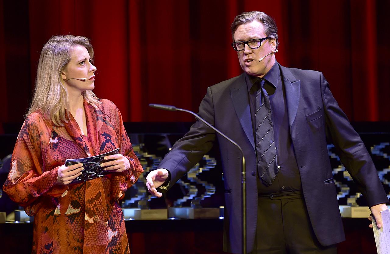 Österreichischer Filmpreis 2019 Die Moderatoren Caroline Peters und Nicholas Ofczarek