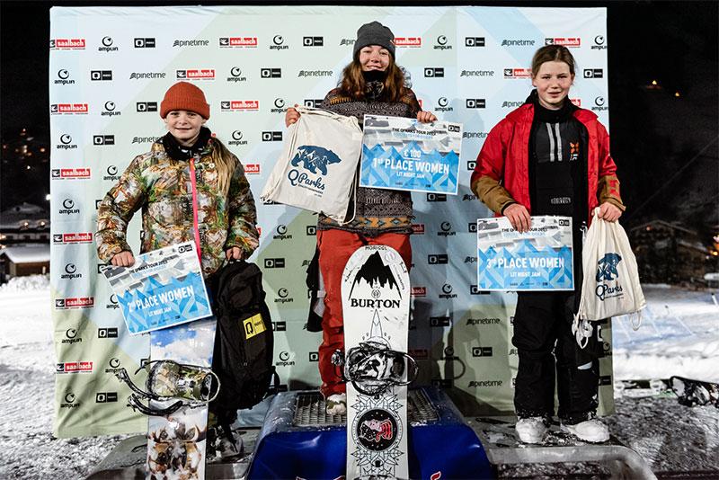 Junge Snowboarderinnen