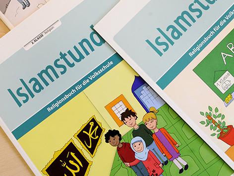 Lehrbücher für den islamischen Religionsunterricht in Österreich