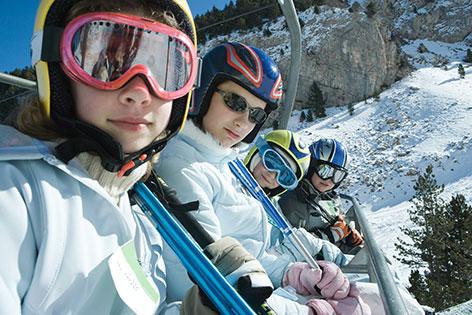 Kinder im Skilift