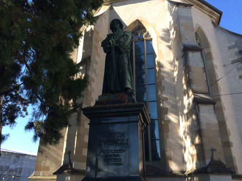 Ulrich Zwingli Denkmal Wasserkirche Zürich