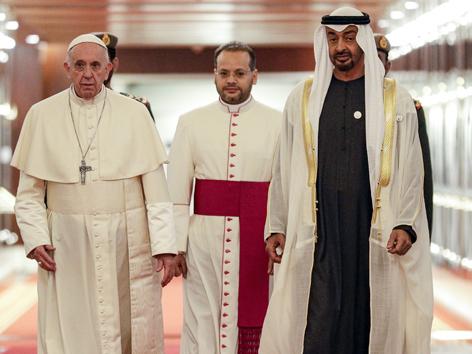 Papst Franziskus Abu Dhabi mit Kronprinz Sheikh Mohammed bin Zayed Al-Nahyan