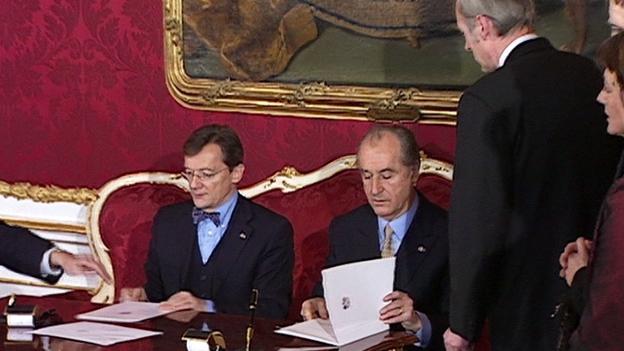 Bundespräsident Klestil bei der Angelobung von Wolfgang Schüssel 2000
