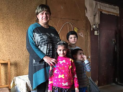 Marina Matevosyan mit ihren Kindern Jivan, Gayane und  Monte