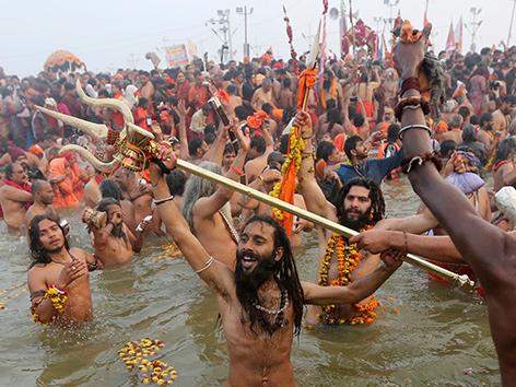 Millionen Hindus feiern Kumbh-Mela-Fest