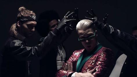 Screenshot aus Video von Mikolas Josef
