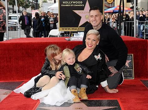 Pink mit ihrer Familie bei der Ehrung für den Stern am Hollywood Boulevard