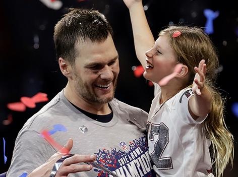 Tom Brady mit Tochter beim Feiern des Sieg des Super Bowls
