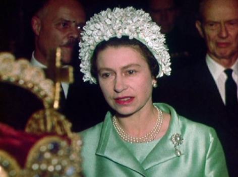 Königin Elizabeth II. in der Schatzkammer.im Mai 1969