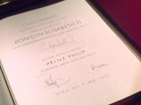 Königin Elisabeth ii: 1969; Eintragung ins Goldene Buch der Stadt Wien beim Besuch des Rathauses