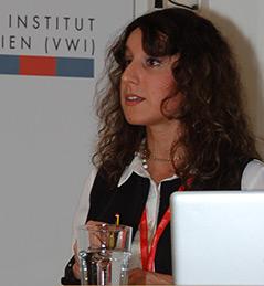 Benedetta Carnaghi bei einem Vortrag am Wiesenthal Institut für Holocaust-Studien