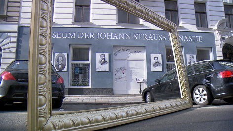 Aus dem Rahmen  Johann Strauss - Wien, Stadt der Musik
