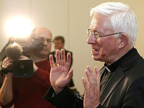 """Der Salzburger Erzbischof Franz Lackner bei einer Pressekonferenz zum Thema """"Apostolische Visitation Erzbischof Franz Lackner in der Diözese Gurk-Klagenfurt"""" in Klagenfurt"""