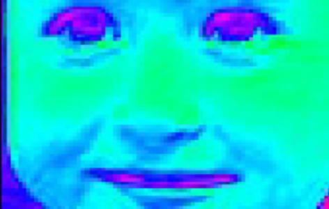 Das Gesicht eines Kindes in der ersten Phase der automatisierten Verarbeitung