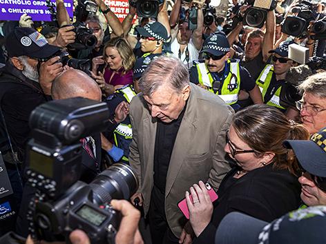 Kardinal George Pell vor dem Gerichtsurteil in Melbourne