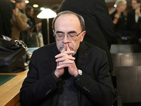 Der Erzbischof von Lyon, Kardinal Philippe Barbarin, vor Gericht