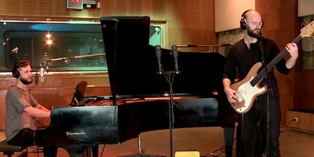 Acoustic Session: White Lies im Studio