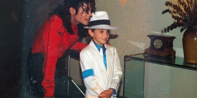 Michael Jackson mit einem Jungen