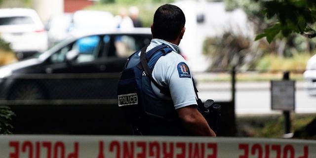 Polizist vor der Moschee in Christchurch