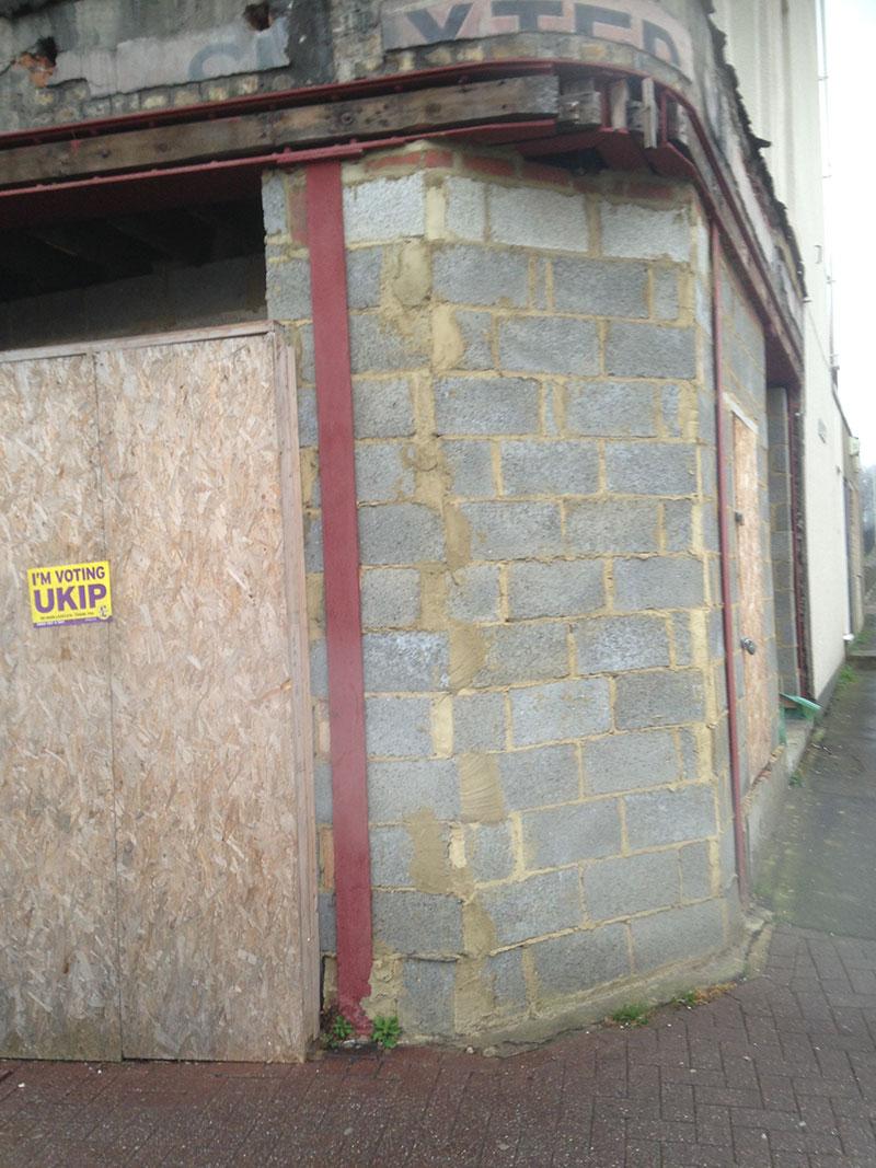 Vernageltes und zugemauertes Straßenlokal in UK