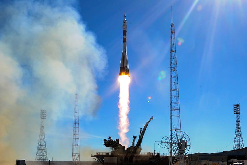 Sojus Trägerrakete hebt vom Weltraumbahnhof ab