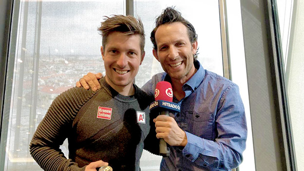 Marcel Hirscher mit Ö3-Mikromann Tom Walek