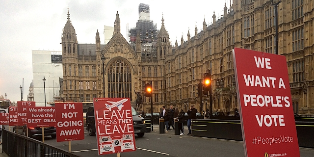 Pro-Remain Plakate vor dem House of Commons