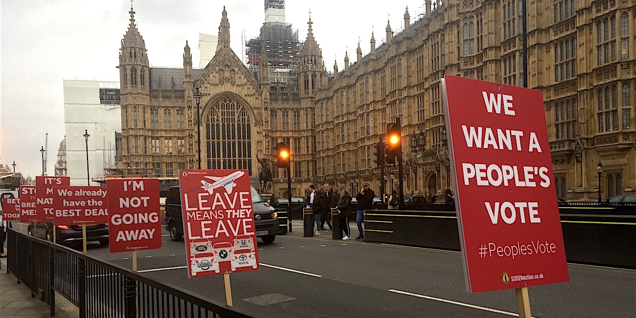 Pro-Remain Plakate vor dem House of Commons