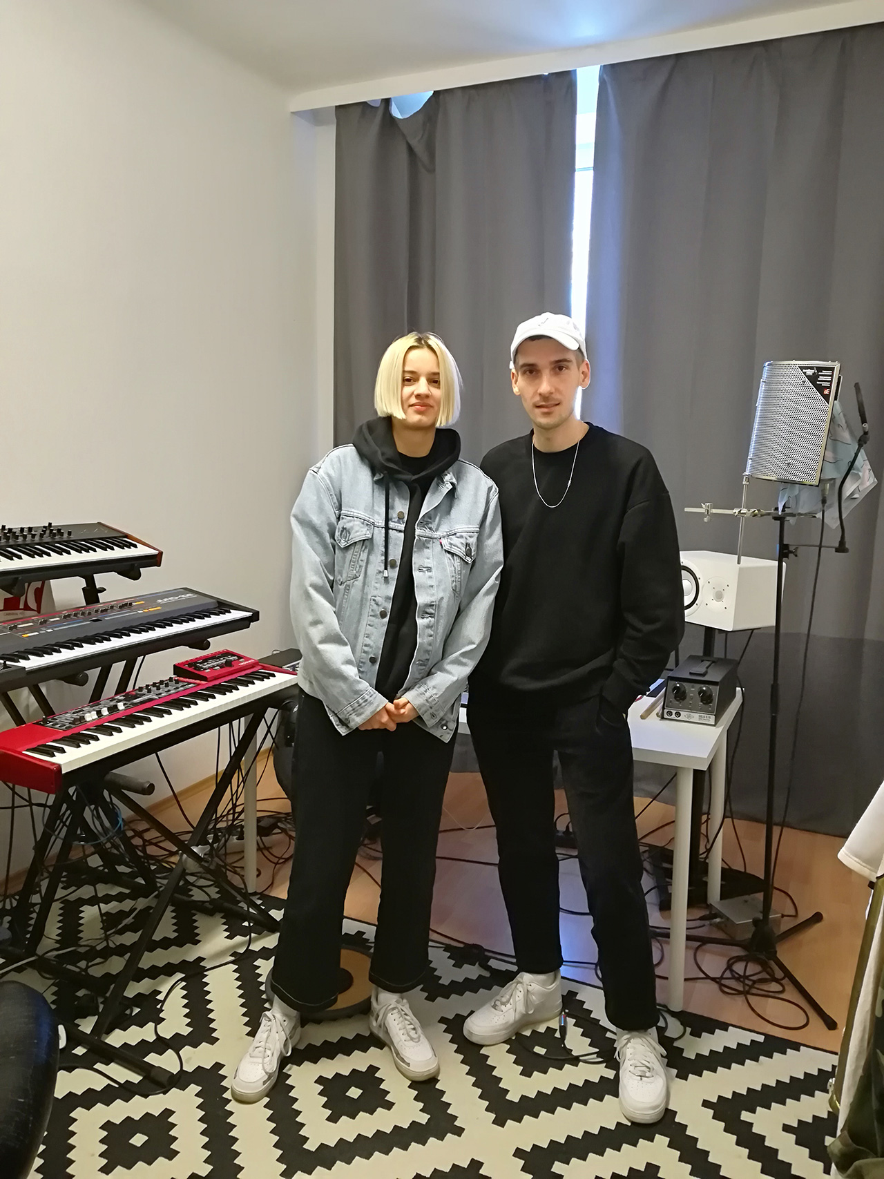 Mavi Phoenix und Alex The Flipper in ihrem Studio