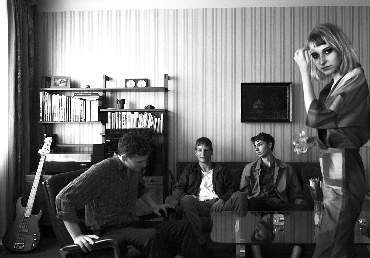 Die Mitglieder von Culk in deinem altmodischen Wohnzimmer
