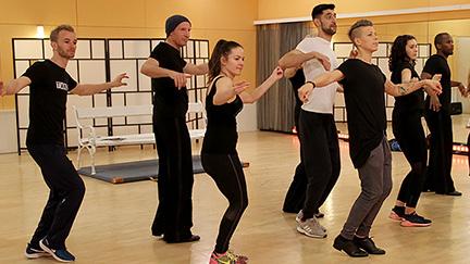 """Die """"Dancing Stars"""" beim Training des Gruppentanzes."""
