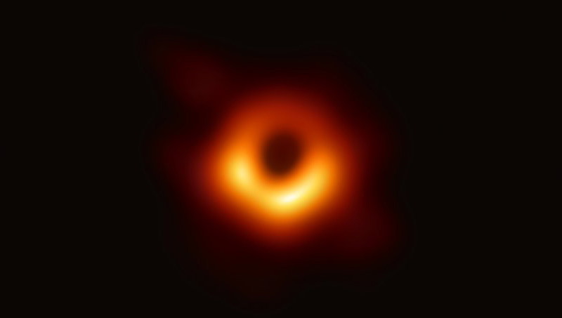 Erstes Bild eines Schwarzen Lochs