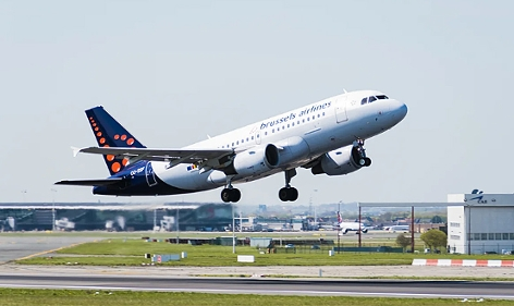 Airbus A319 von  Brussels Airlines beim Start