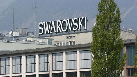 Swarovski-Schriftzug auf einem Firmengebäude