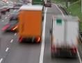 PKWs und LKWs auf der Autobahn