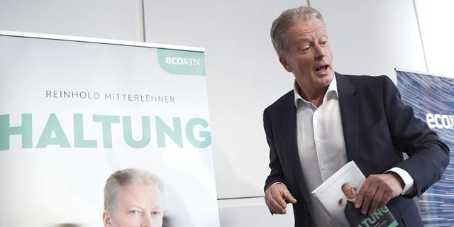 """Ex-ÖVP-Chef und Vizekanzler Reinhold Mitterlehner bei der Präsentation seines Buches """"Haltung - Flagge zeigen in Leben und Politik"""" in Wien"""